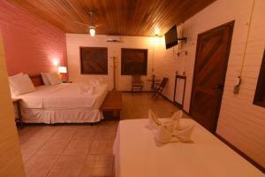 Cama ou camas em um quarto em Porto Preguiças Resort