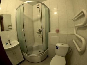 Ванна кімната в 2 rooms apartment Kirova 121
