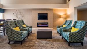 A seating area at Best Western Plus Yadkin Valley Inn & Suites