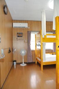 A bunk bed or bunk beds in a room at Chottoco-ma