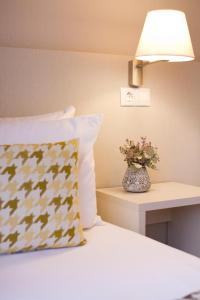 A bed or beds in a room at ALEGRIA Plaza Paris