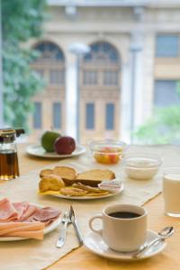 Завтрак для гостей Arethusa Hotel