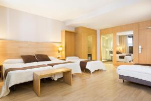 A bed or beds in a room at Hotel Acta Azul Barcelona