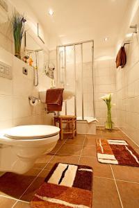 A bathroom at Rheinhotel Vier Jahreszeiten