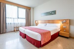 A bed or beds in a room at Aparthotel Exe Campus San Mamés