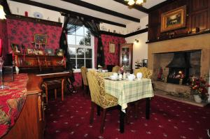 A restaurant or other place to eat at Ashtree House Bed and Breakfast
