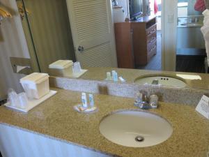 A bathroom at Travelodge by Wyndham Palm Springs