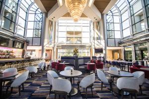 A restaurant or other place to eat at Hilton Los Angeles-Universal City