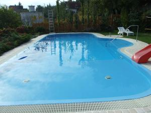 The swimming pool at or near Nádfedeles Apartmanház