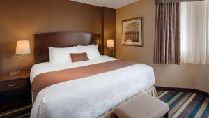 A bed or beds in a room at Best Western Plus Winnipeg Airport Hotel