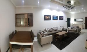 Гостиная зона в Rohat apartaments