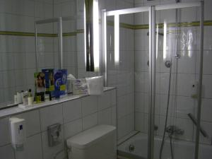 A bathroom at Alpenhotel Kronprinz