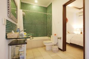 A bathroom at The Studio