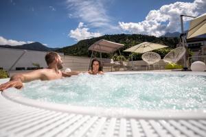 Der Swimmingpool an oder in der Nähe von Energy Hotel