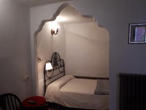 Una cama o camas en una habitación de Fonda Del Tozal