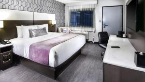 A bed or beds in a room at Sunset West Hotel, SureStay Collection By Best Western