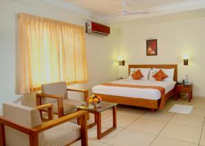 سرير أو أسرّة في غرفة في فندق آيسواريا