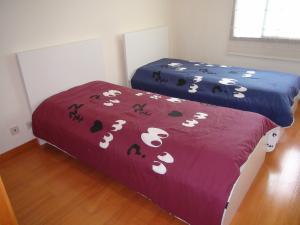 A bed or beds in a room at Apartamento Areia Nova