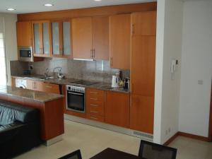 A kitchen or kitchenette at Apartamento Areia Nova