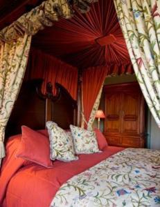 A bed or beds in a room at Castle House B and B