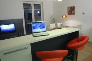 TV a/nebo společenská místnost v ubytování Apartmína