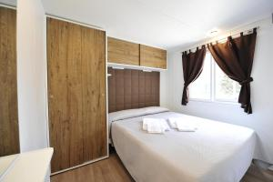 A bed or beds in a room at Camping Bella Italia
