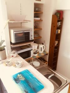 A kitchen or kitchenette at Studio des Rosaires