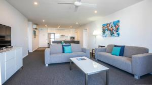 A seating area at Synergy Broadbeach - Official