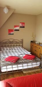 Łóżko lub łóżka w pokoju w obiekcie Noclegi Barbara
