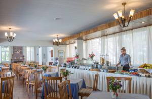 Restaurace v ubytování Delfinia Hotel & Bungalows