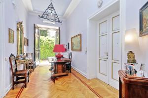 A seating area at Domus Monamì Luxury Suites