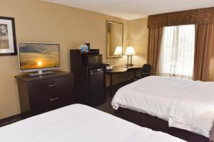 A bed or beds in a room at Hampton Inn & Suites Alexandria