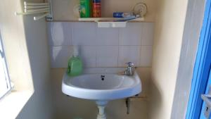 A bathroom at Happy Valley self Catering Thika.