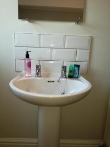 A bathroom at Birkdale Ocean view apartments