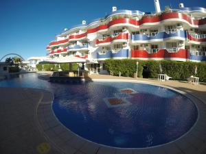 A piscina localizada em Apartamentos Férias Florianópolis ou nos arredores