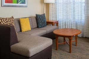 A seating area at Residence Inn Sandestin at Grand Boulevard