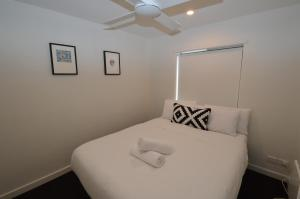 A bed or beds in a room at Mowamba A1