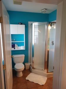 A bathroom at Davis Bay Bed & Breakfast