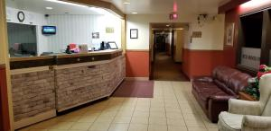The lobby or reception area at Redwood Motor Inn