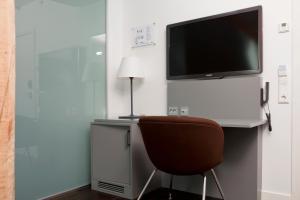 En TV eller et underholdningssystem på Quality Hotel Waterfront