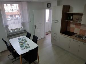 A kitchen or kitchenette at Apartmaji Kala