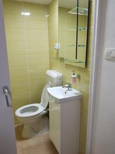 A bathroom at Apartmaji Kala