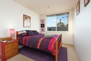 A bed or beds in a room at Scenic Bondi Living