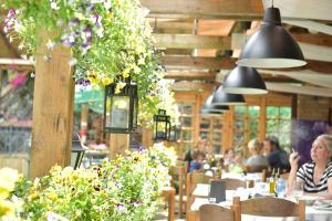 A restaurant or other place to eat at Canyon Matka Hotel