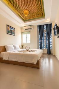 A bed or beds in a room at D Central Hoi An Homestay