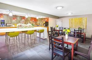 A restaurant or other place to eat at Days Inn by Wyndham North Dallas/Farmers Branch