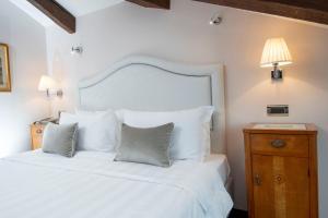 A bed or beds in a room at Hotel Casa Verardo Residenza d'Epoca