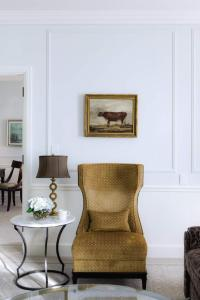 A seating area at Belmond Charleston Place