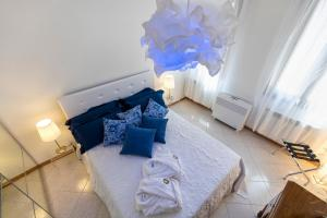 A bed or beds in a room at Venice Heaven Apartments San Marco square