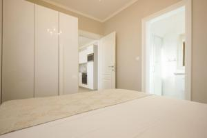 A bed or beds in a room at Paradise lux